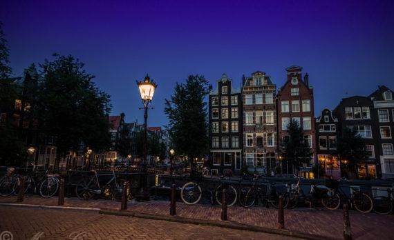 #Herengracht #Amsterdam #canon #canalhouses #nightphotography #bikes #bridges