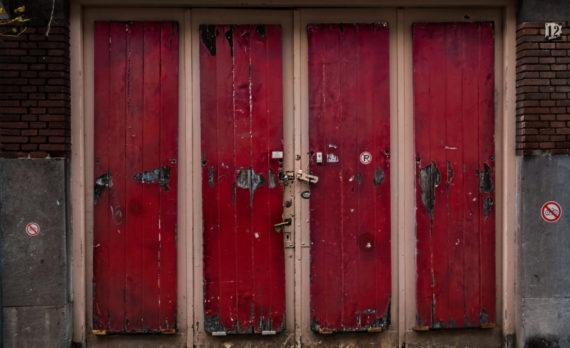 #Jordaan #amsterdam #red_doors #canon #abandoned