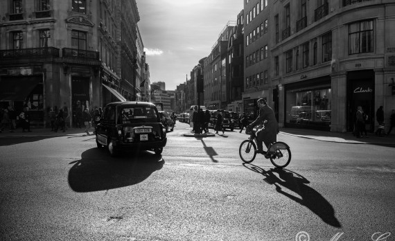 #Regent_street #London #canon #taxi #bike #shoppingstreet