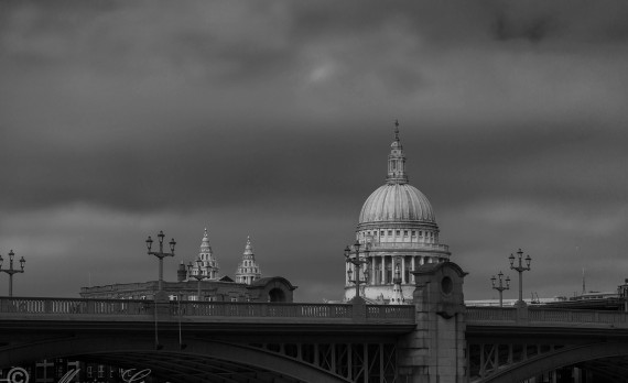 #St_Pauls_Cathedral #london #canon #black_and_white #southwark_bridge