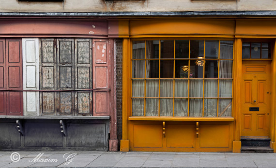 #London #street #houses #canon #streetphotography #yellow #ochreous #house_front