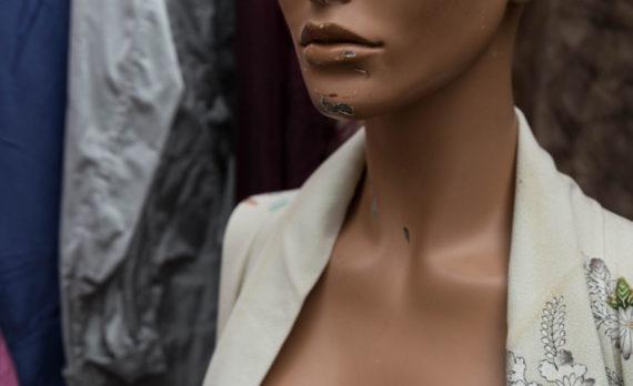 #flea_market #mannequin #canon #blue_eyes