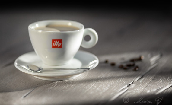 illy, coffee cup, on a table, coffee beans, canon