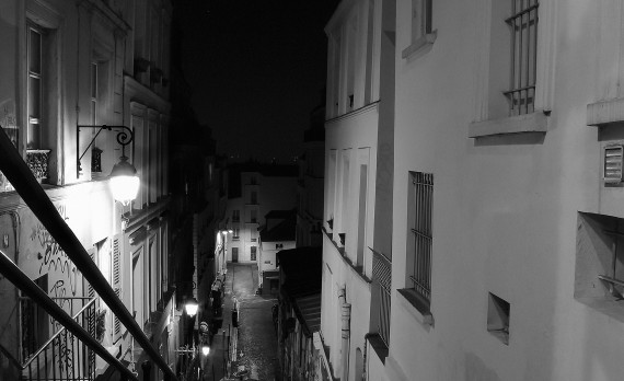 #Paris #canon #black-and_white #stairs #steep #nightphotography #montmartre